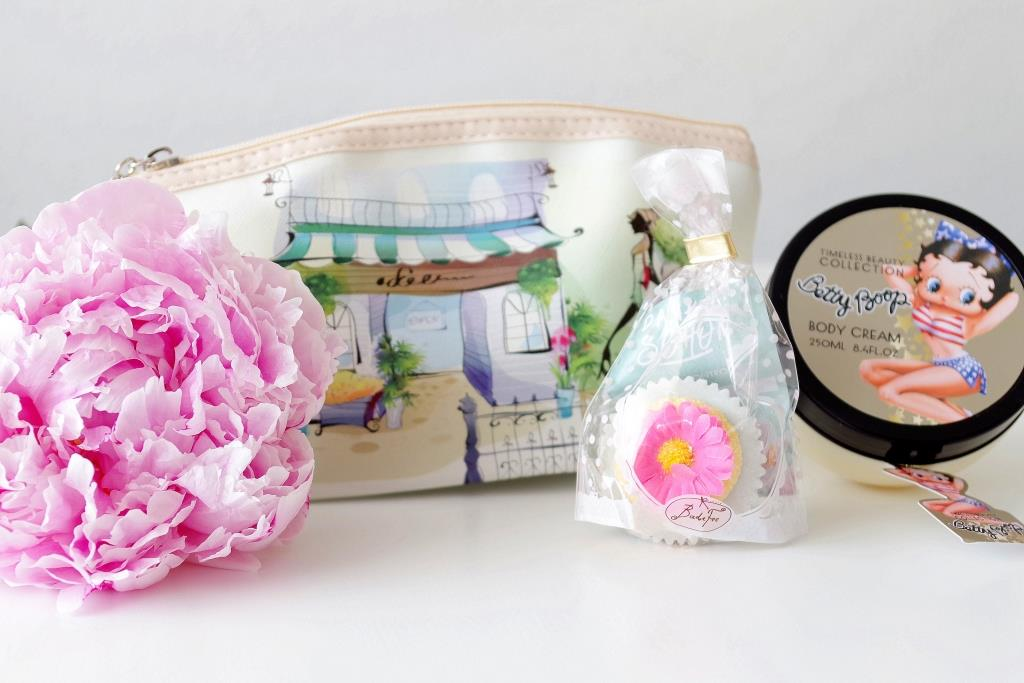 Miabox Juni 2016 Beautybox Etre Belle Timecontrol After Sun Malu Wilz Nagellack Dermalogica Betty Boop Badefee süße Tasche-004