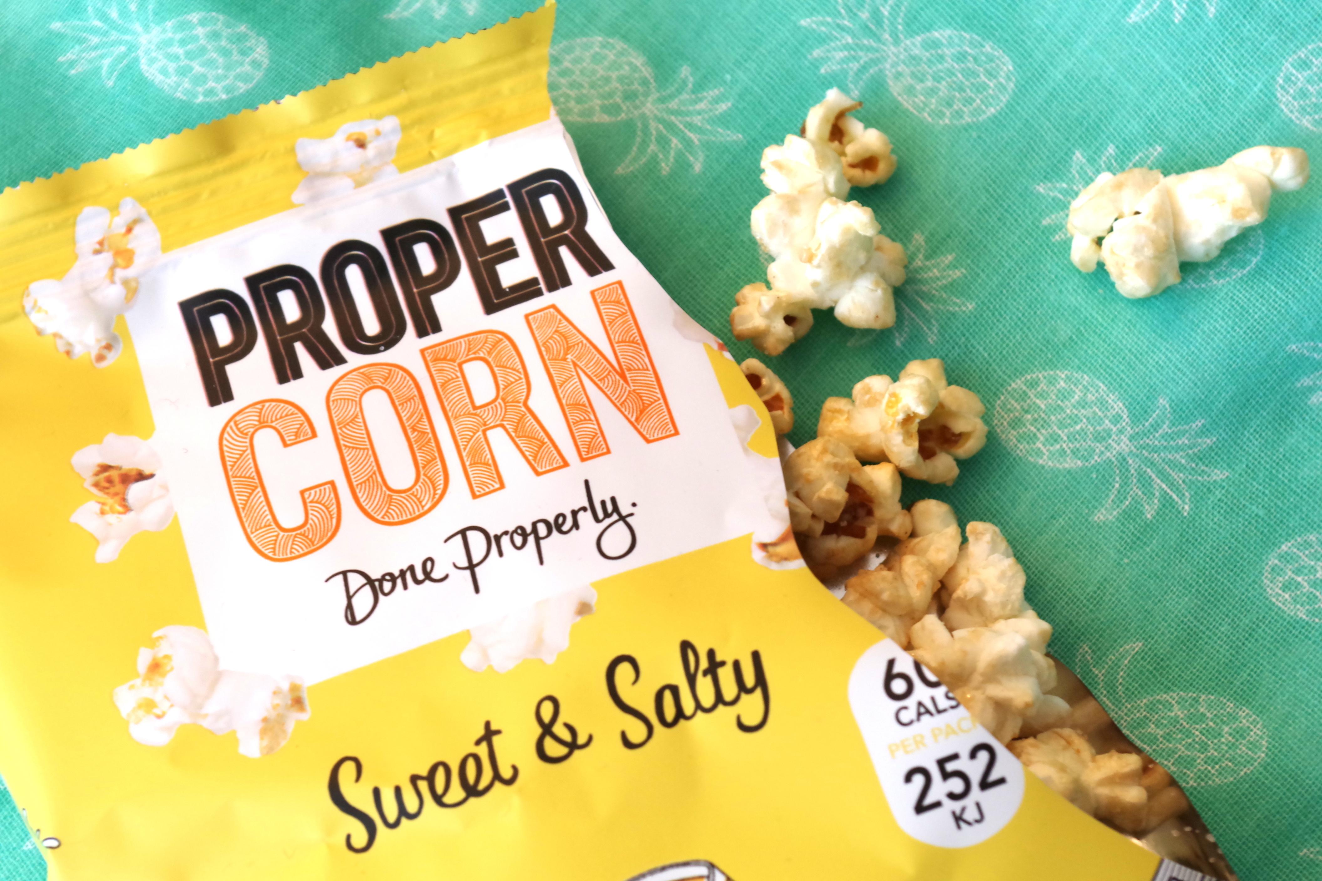 Journelles My Little Box August 2016 Unboxing Essie Spa Proper Corn Lancome-008