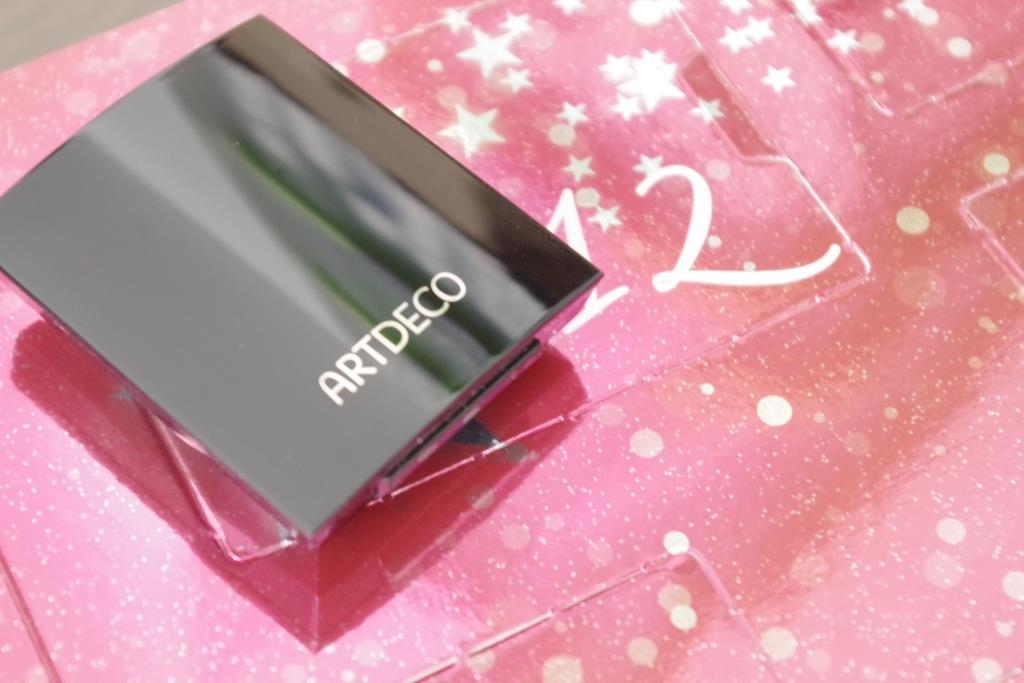 artdeco-adventskalender-2016-dekorative-kosmetik-schminke-lidschatten-inhalt-unboxing-008