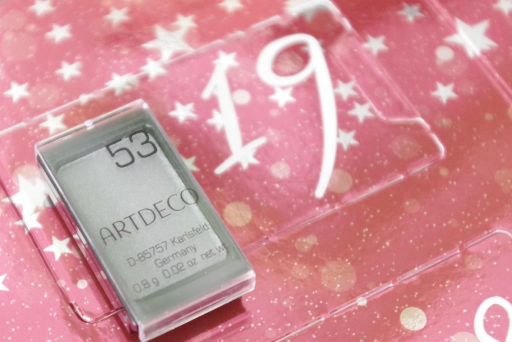 artdeco-adventskalender-2016-dekorative-kosmetik-schminke-lidschatten-inhalt-unboxing-009