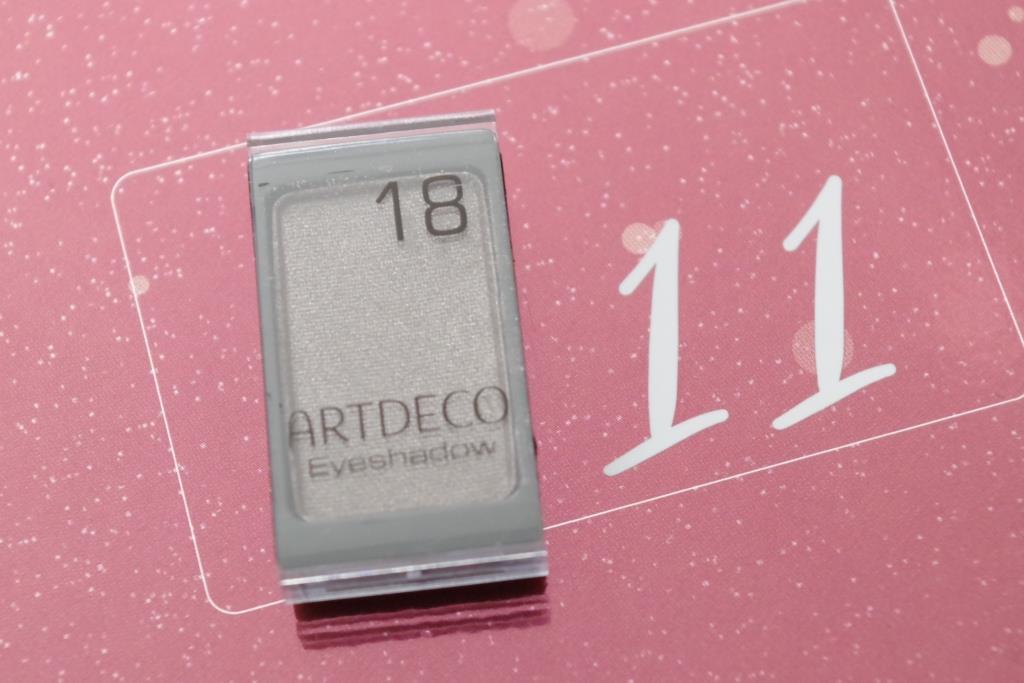 artdeco-adventskalender-2016-dekorative-kosmetik-schminke-lidschatten-inhalt-unboxing-013