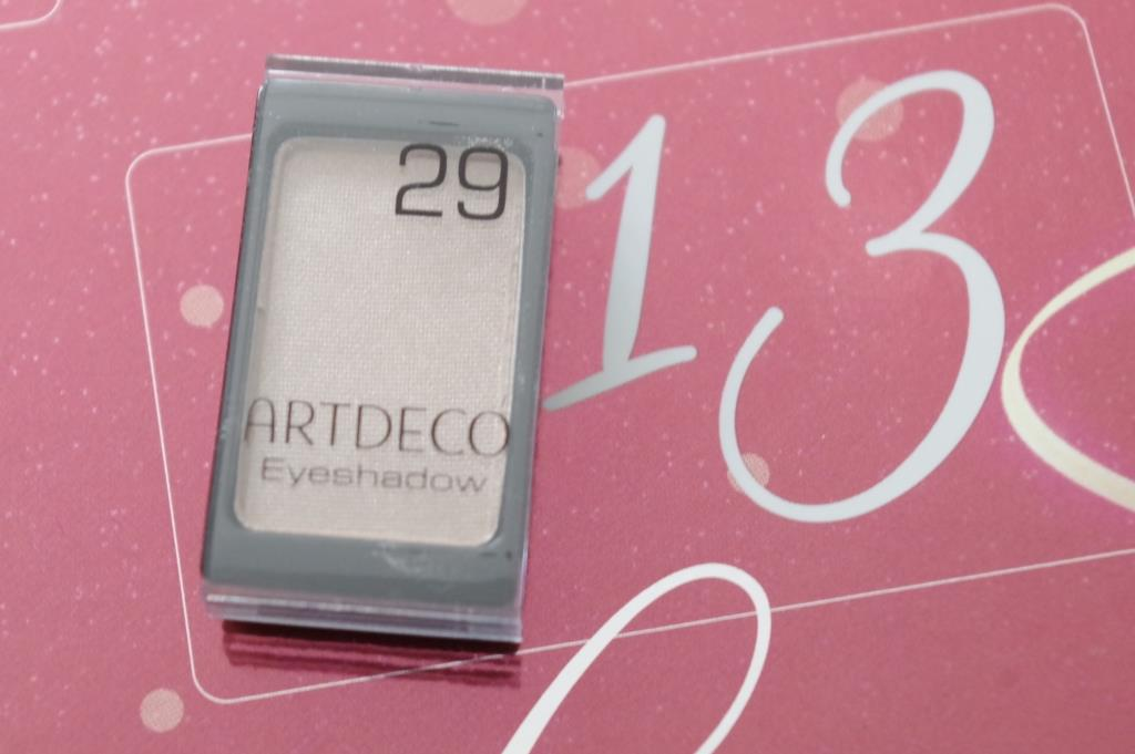artdeco-adventskalender-2016-dekorative-kosmetik-schminke-lidschatten-inhalt-unboxing-018