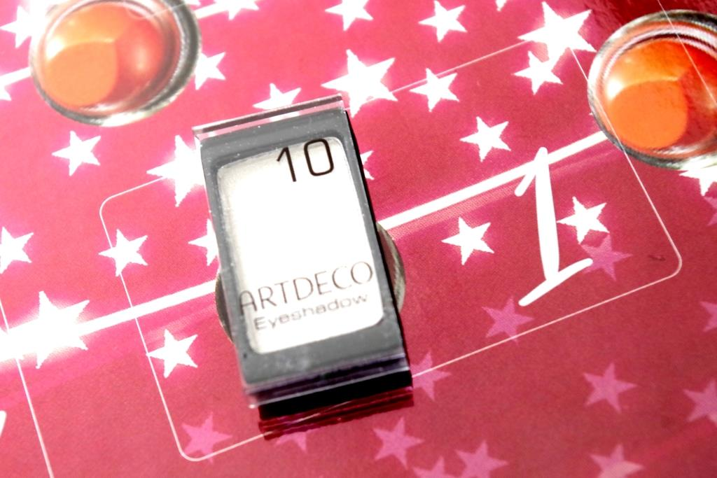 artdeco-adventskalender-2016-dekorative-kosmetik-schminke-lidschatten-inhalt-unboxing-024