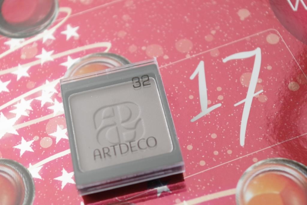 artdeco-adventskalender-2016-dekorative-kosmetik-schminke-lidschatten-inhalt-unboxing-026