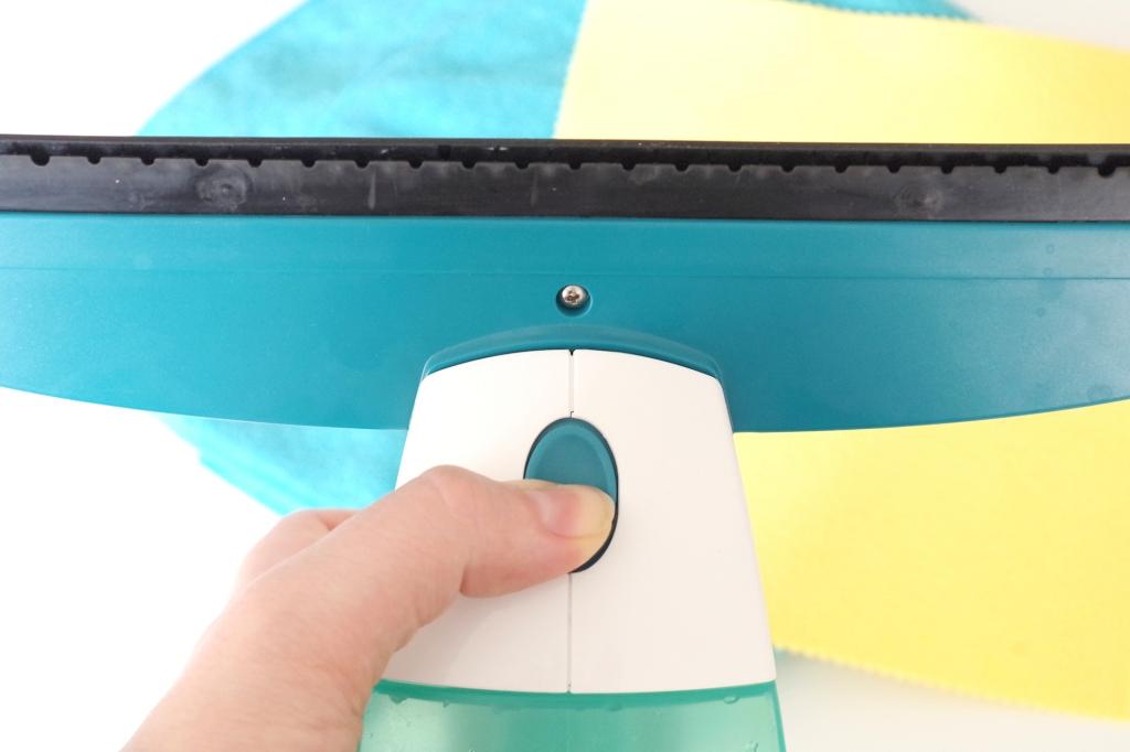 Knopf zum Wechseln des Aufsatzes am Leifheit Fenstersauger Dry&Clean